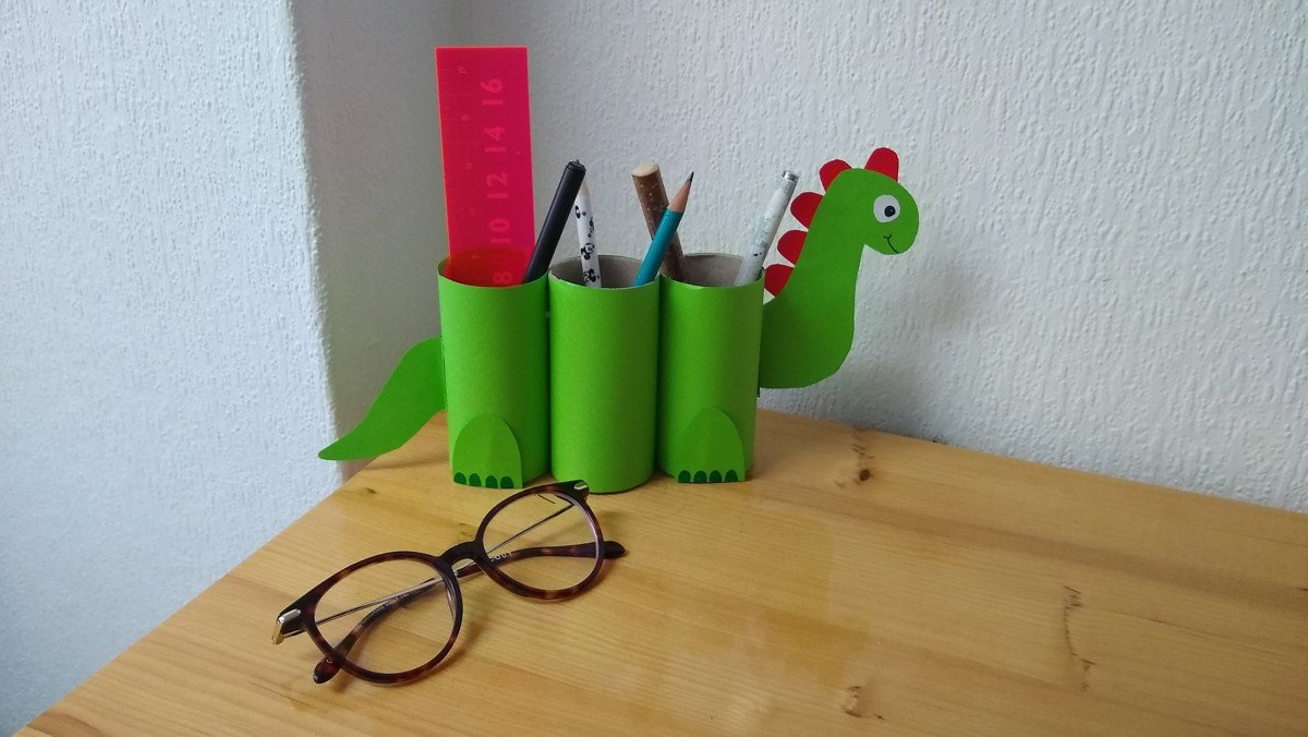 Create At Home: Dinosaur Pen Pot